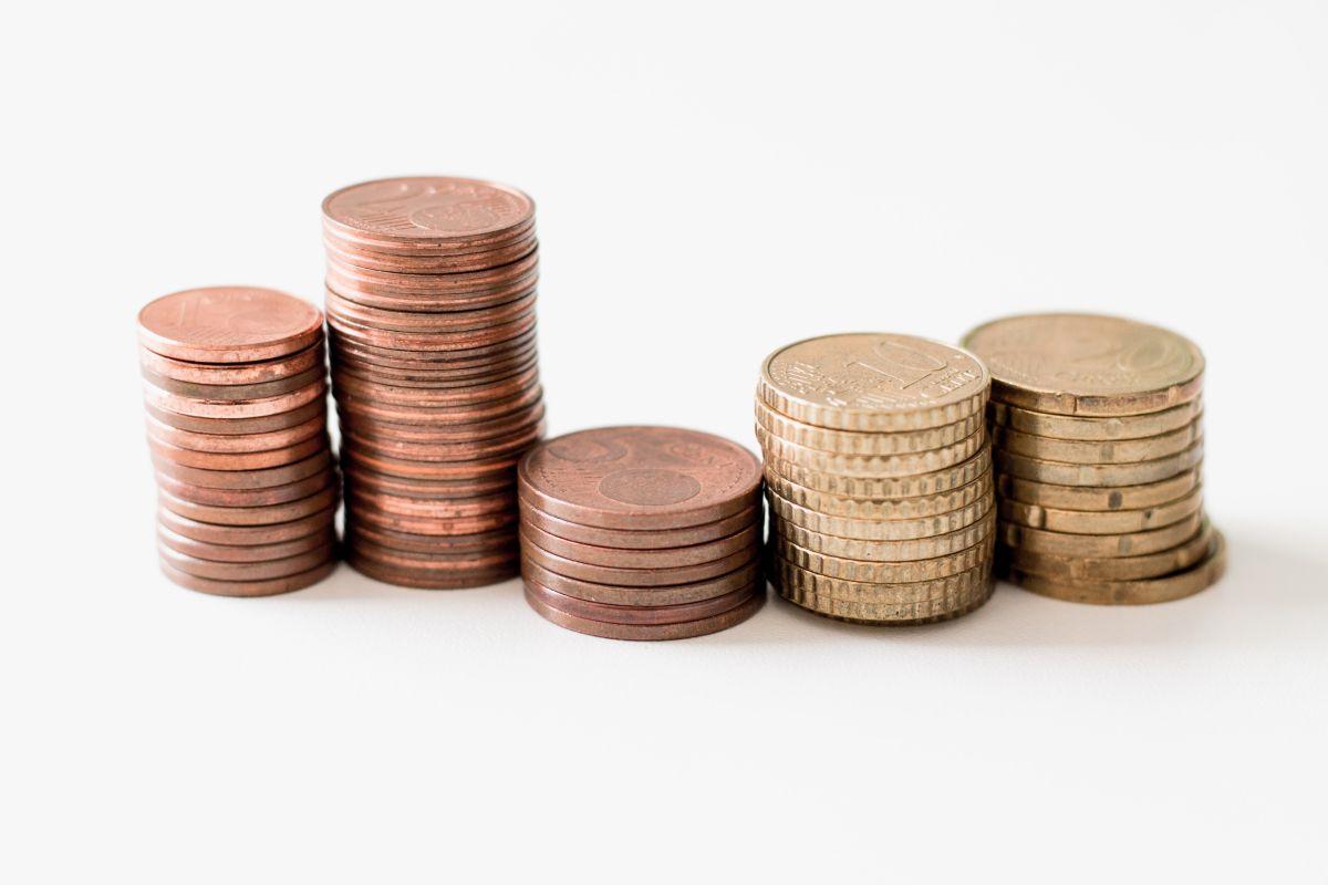 Münzgeld aufgetürmt