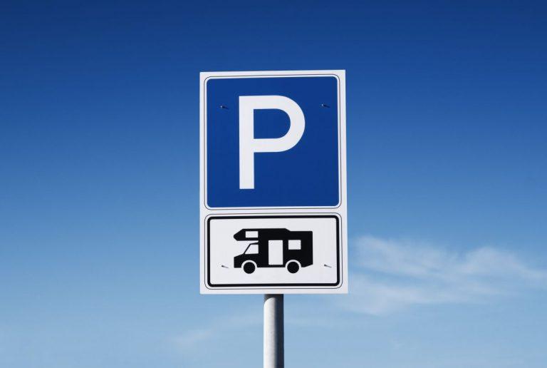 Schild Parkplatz Wohnmobil