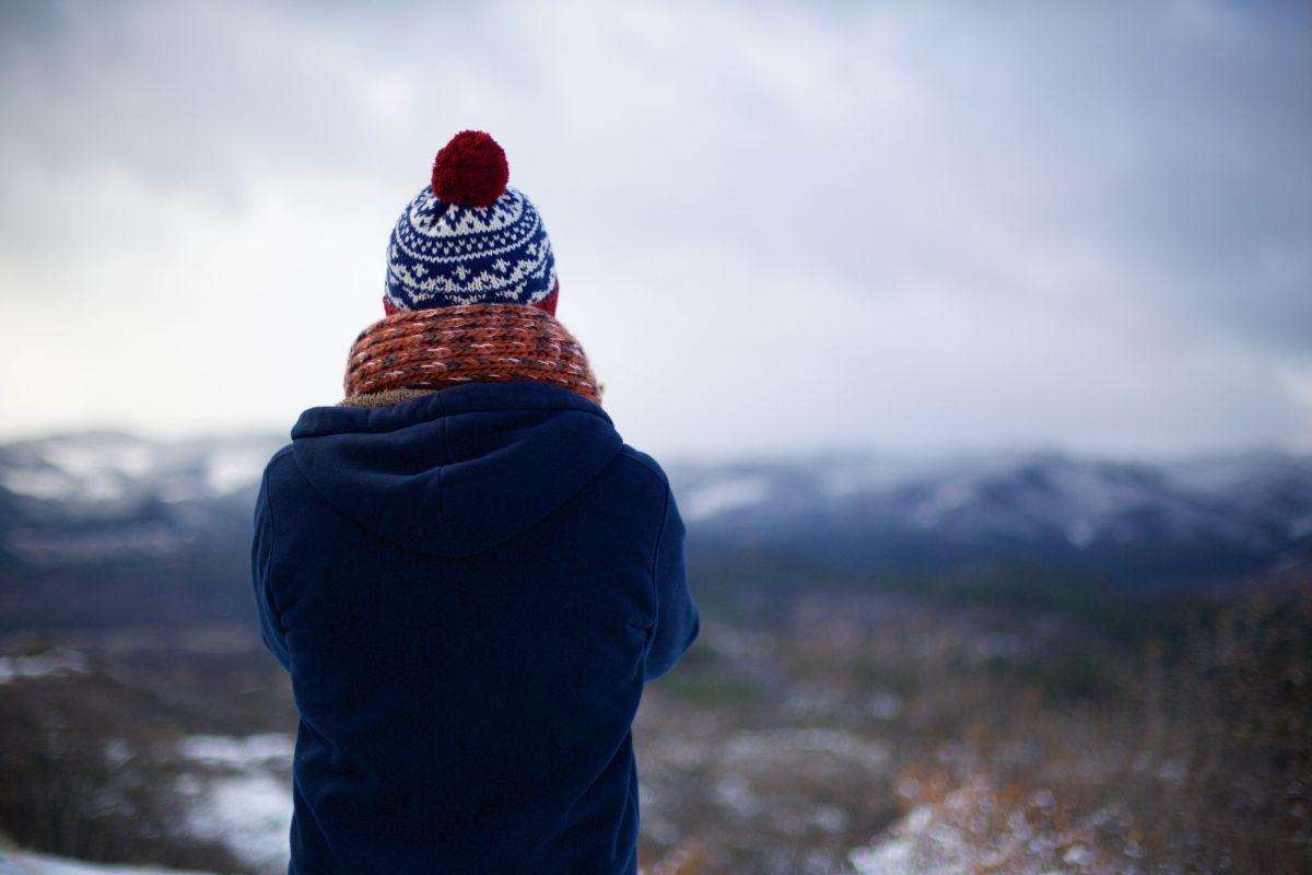Mensch mit Mütze im Winter